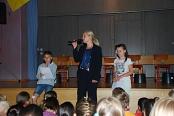 Begrüßung durch Frau Badermann und Kinder der Klasse 4a